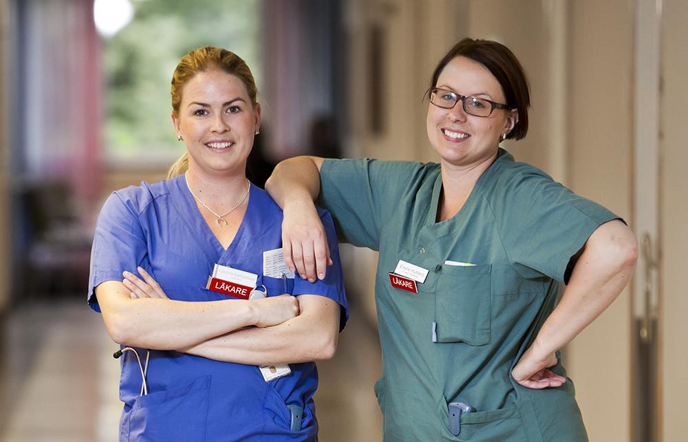 Caroline Samuelsson, ST-läkare inom onkologi och Emelie Hultberg, ST-läkare inom gynekologi och obstetrik. Foto: Patrik Bergenstav