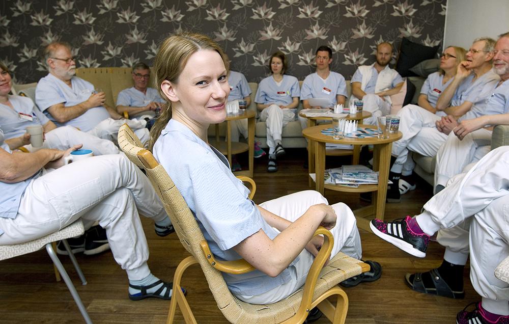 Det är högt i tak, mycket prestigelöst och enormt utvecklande. Vårt tio-möte är ofta den bästa stunden på arbetspasset, säger Hannah Johansson, ST-läkare i allmänmedicin. Foto: Pernilla Wahlman