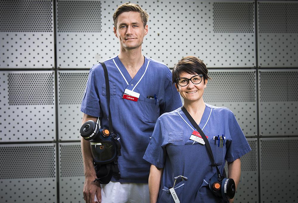 Andreas Roos, specialistläkare i internmedicin och Susanne Axling, ST-läkare i akutsjukvård på Karolinska Huddinge. Foto: Johan Marklund